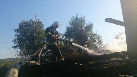 Чернівецька область: рятувальники ліквідували 3  пожежі на одній з яких травмувалась жінка