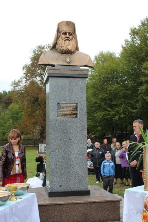 На Буковині відкрили пам'ятник Митрополиту Буковинському і Далмації Євгену Гакману