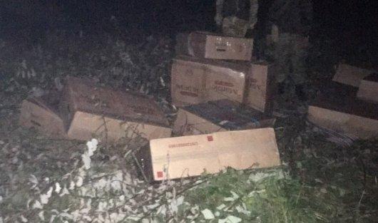 На Буковині прикордонники затримали 30 ящиків сигарет