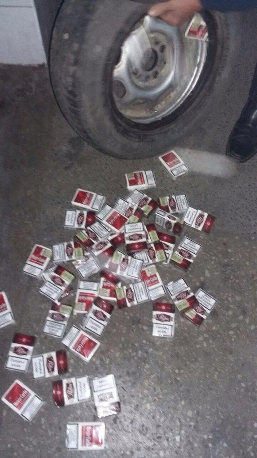 500 пачок сигарет виявили буковинські митники у колесах автомобіля