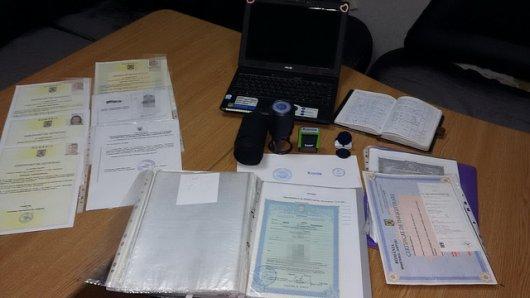 На кордоні СБУ затримала чиновника Хотинської райдержадміністрації з румунським паспортом