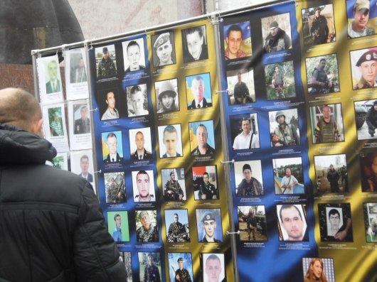 У Чернівцях відзначають День Гідності та Свободи (фоторепортаж)