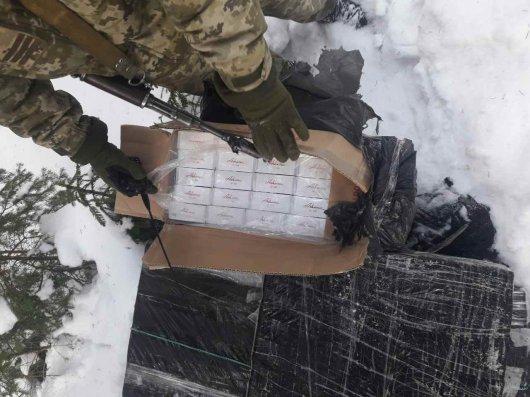 На Буковині прикордонники не допустили переміщення до Румунії  понад 50 ящиків сигарет