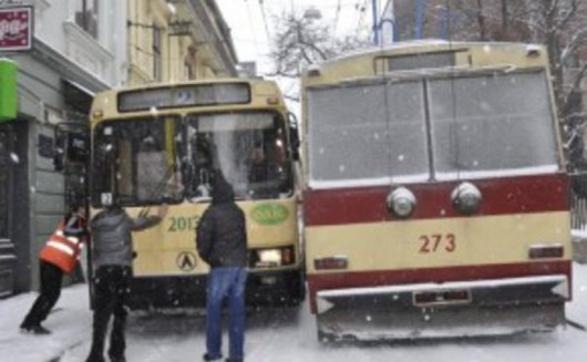Тролейбусне управління у Чернівцях відключать через борги за електрику. Водоканал вже відключений