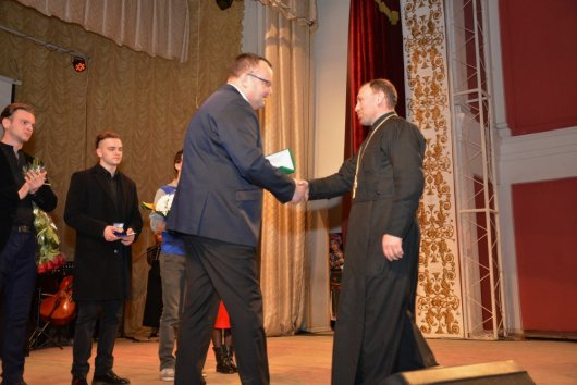 Військовий капелан та волонтерка отримали медалі «На славу Чернівців»
