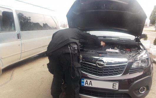 Буковинець намагався провезти через кордон дороговартісне авто