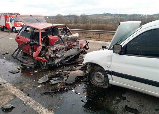 На Буковині в ДТП загинуло двоє людей