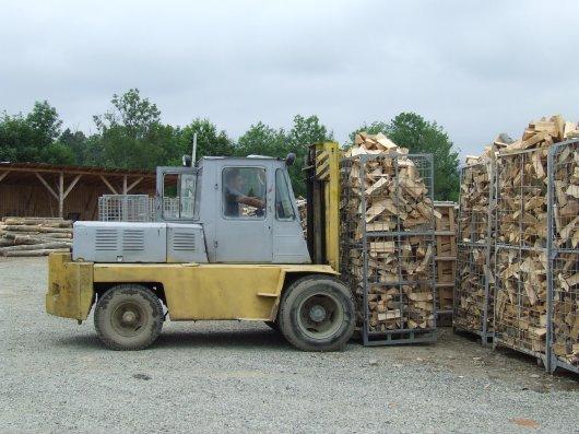 Учасники АТО отримали за рік від буковинських держлісгоспів більше 2 тисяч кубометрів дров паливних