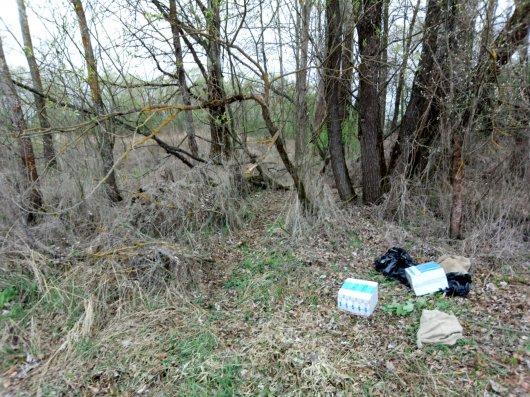 На Буковині та Волині прикордонники виявили 4,5 тисячі пачок сигарет