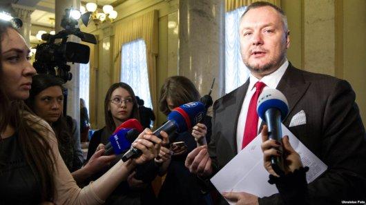 Через канадський паспорт депутат залишився без українського?