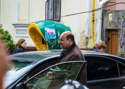 Очевидці зафіксували, як голова Чернівецької облради порушив Правила дорожнього руху (ФОТО)