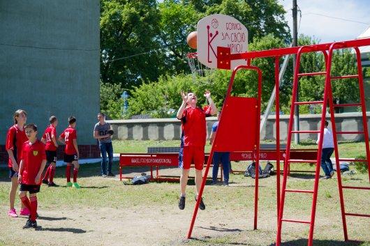 Рукшинська школа виграла спортивний майданчик від братів Кличків