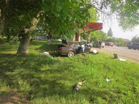 На Буковині в автомобілі знайшли наркотики (ФОТО)