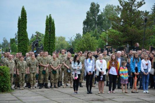 У Чернівцях відкрито меморіал воїнам АТО