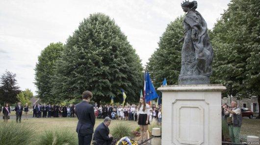 Порошенко у Франції: світ має називати Росію агресором, а Анну – Київською