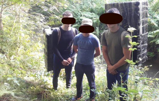 Прикордонники затримали 4 буковинців та запобігли контрабанді майже 20 тисяч пачок цигарок