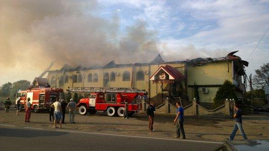 У Мамаївцях згорів ресторан Прага і готель (фото)