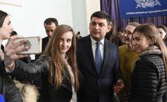 Не усім українцям потрібна вища освіта - Гройсман. Балога не погоджується