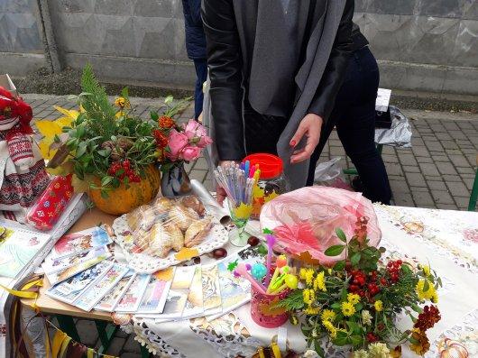 Маленькі волонтери у Чернівцях збирали кошти на благодійність (фото)
