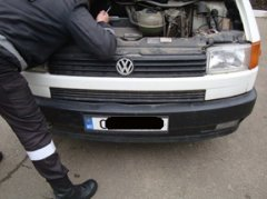 Мікроавтобус з підробленими номерами та контрабандні сигарети затримали на Буковині