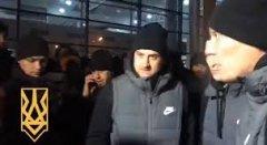"""Ультрас зупинили автобус """"Шахтаря"""" і з погрозами """"наїхали"""" на футболістів"""