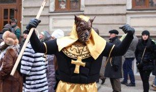 Буковинська Маланка перетворилася у вульгарно-комічне дійство з кривляннями, ревіннями та непристойними жестами