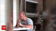 """""""Руками смачніше"""". Іллю Ківу застали на острові Балі, поїдає руками їжу. Відео"""
