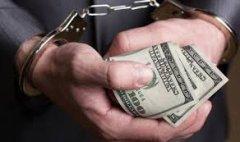 На Буковині під час одержання 1700 доларів США неправомірної вигоди затримано держвиконавця