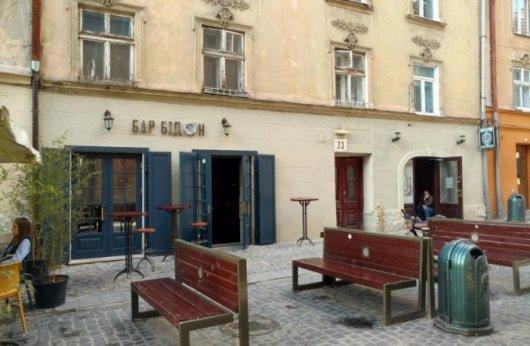 На Великдень у Львові побили компанію, якій не сподобалась російська попса в барі