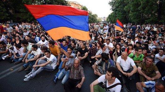Чому революція у Вірменії приречена на поразку