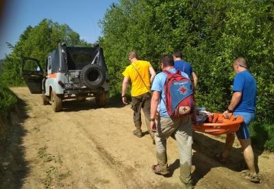 «До медиків годину несли на руках, дитина плакала»: як рятували дівчинку, яка впала зі скелі на Буковині